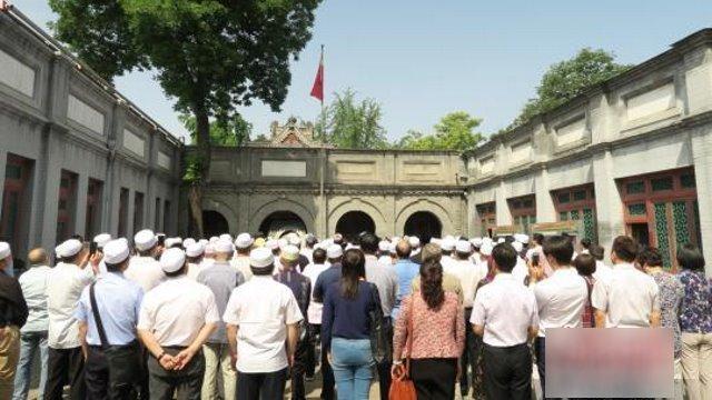 中国当局がイスラム教徒に信仰を...