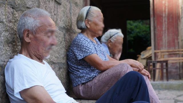 高齢のキリスト教徒が棄教を強要...
