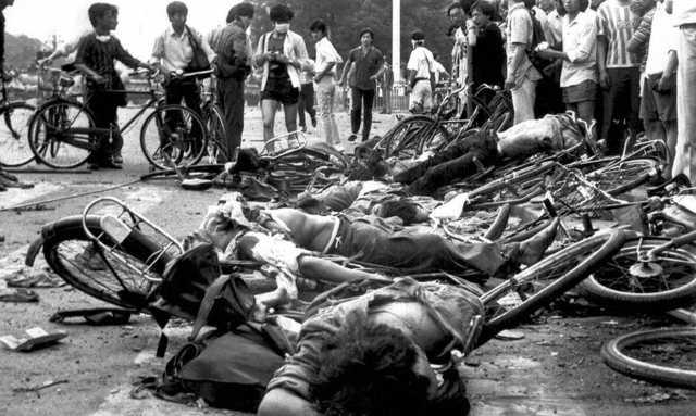 1989年6月4日、天安門広場で殺害された一般人の遺体。(Rarehistoricalphotos.comによる提供)