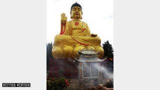 安寧市の銅製の釈迦牟尼仏坐像の元の外観。