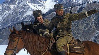 カザフスタンとの国境で警備する中国の国境警備隊