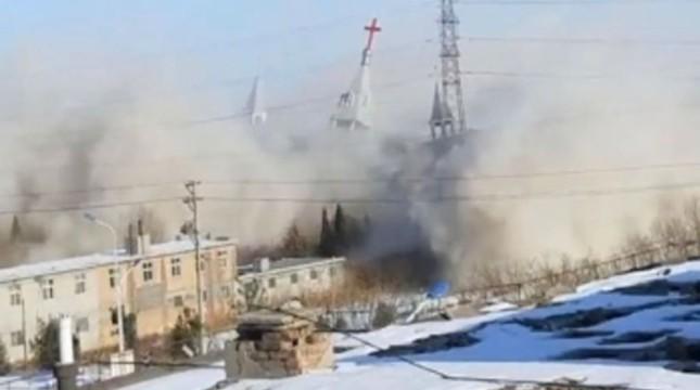 金灯台教会の解体。教会員撮影のビデオから