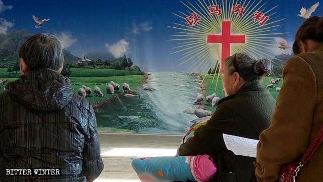 集会を開く賛美派家庭教会の信者。