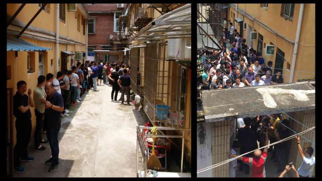 教会の入り口に集まった政府職員。(内部筋が提供)