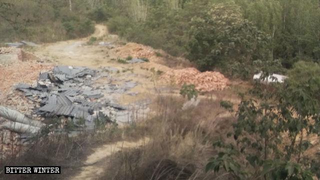 喬楼鎮陳溝村の寺院は完全に粉々になった。