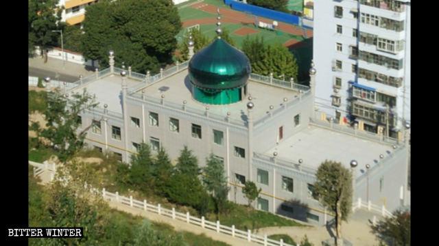 宝鶏市の摩天院路に建つ女性用モスクの外観。