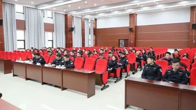 湖南省湘潭市の公安局支部は「非行集団による犯罪を撲滅し、悪を根絶する」キャンペーン推進のための会議を開いた。(インターネットより)