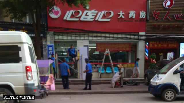 武漢市の店舗はLEDディスプレイの撤去を命じられた。