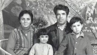 『涙で濡れた大地』: 文化大革命が新疆で再現される