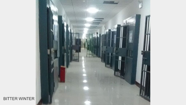 Bitter Winterは収容所内の独占映像を通して、この施設が学校ではなく、刑務所であることを証明している。