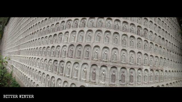 9,999体の小像が作られるはずが、7,000体だけが残った。