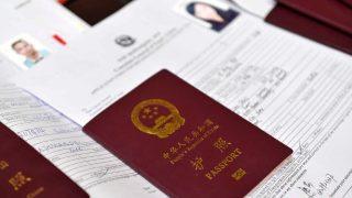 中国を出国した人々に関する情報