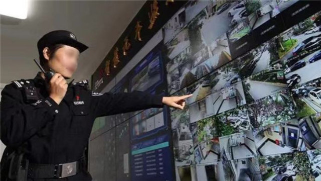 上海市長寧区にある「スマートセキュリティ住居コミュニティ」内の監視スクリーン。